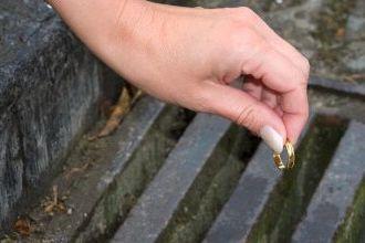 Можно ли выбросить обручальное кольцо