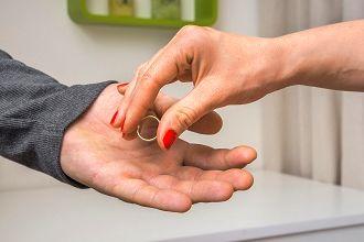Можно вернуть кольцо бывшему супругу
